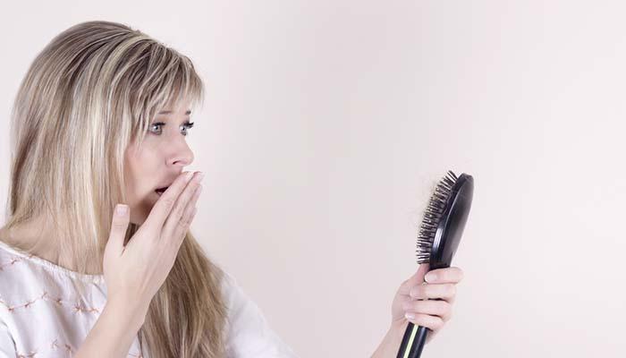 kadınlarda saç dökülmesi sebepleri